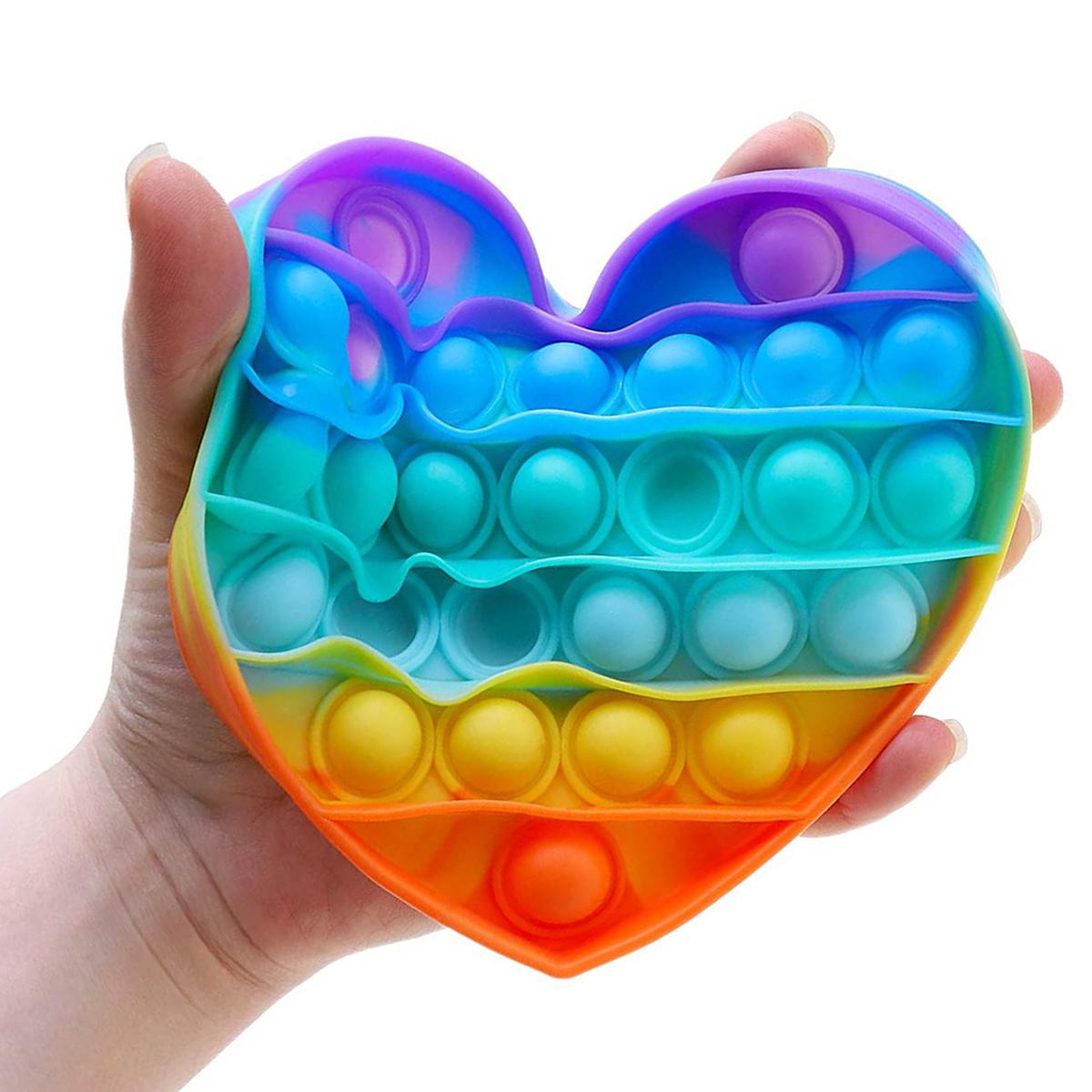 антистресс пупырка в форме сердца в руке
